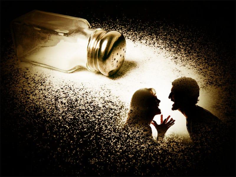 Сильные заговоры на рассорку друзей, подруг или мужа с женой: как читать на соль